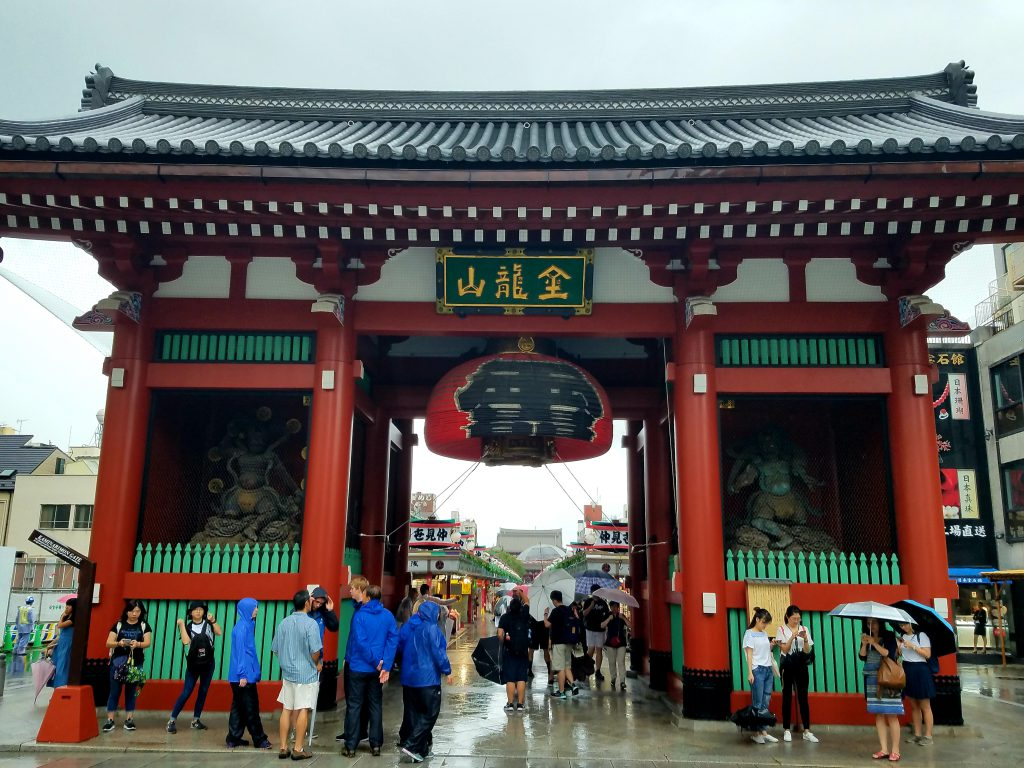 Kaminarimon Gate lantern hoisted up in anticipation of typhoon seen on a Maction Planet Tokyo Private Tour