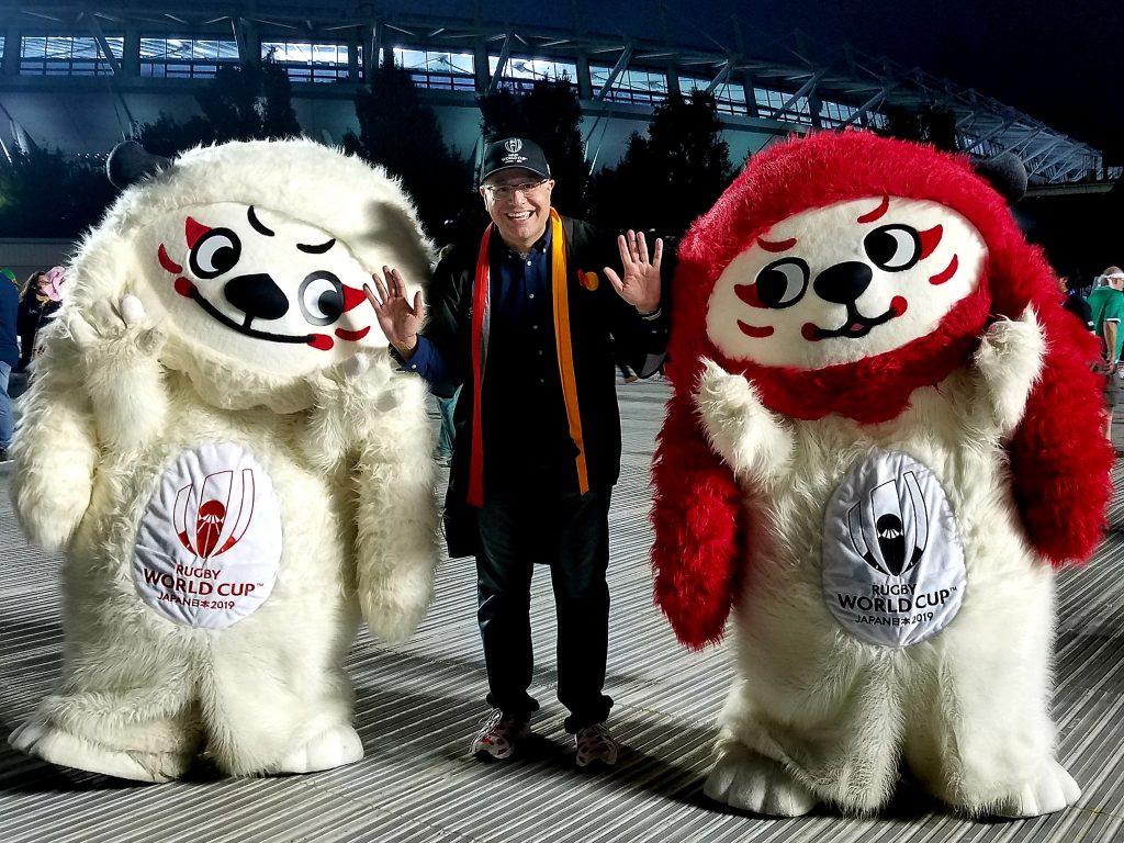 Mac meets Ren-G, RWC2019 mascots, in Shibuya