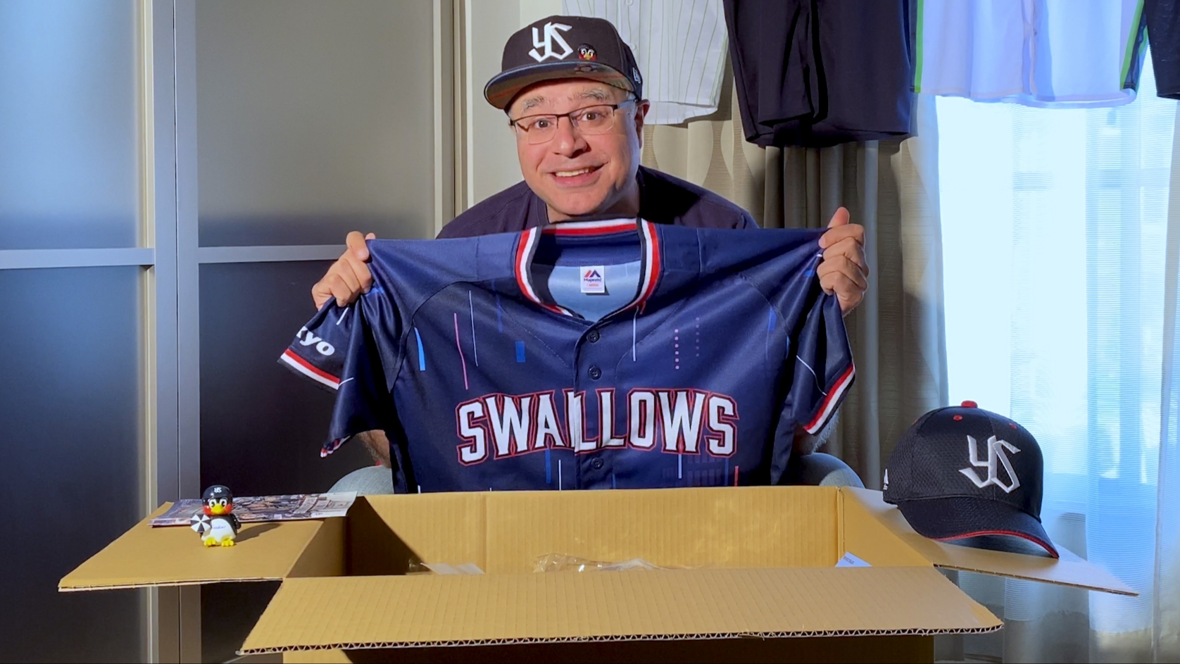 Tokyo Yakult Swallows Merchandise Unboxing: 2020 'Swallows Crew' Platinum Crew Goods