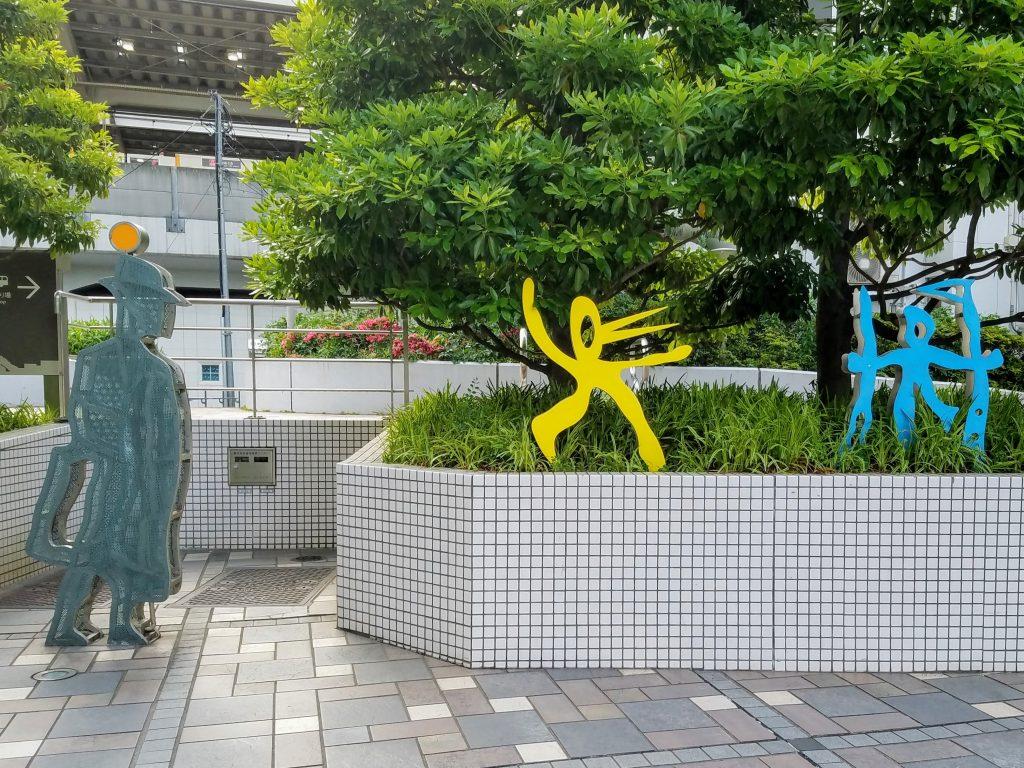 Nakameguro street art on the way to Nakameguro GT
