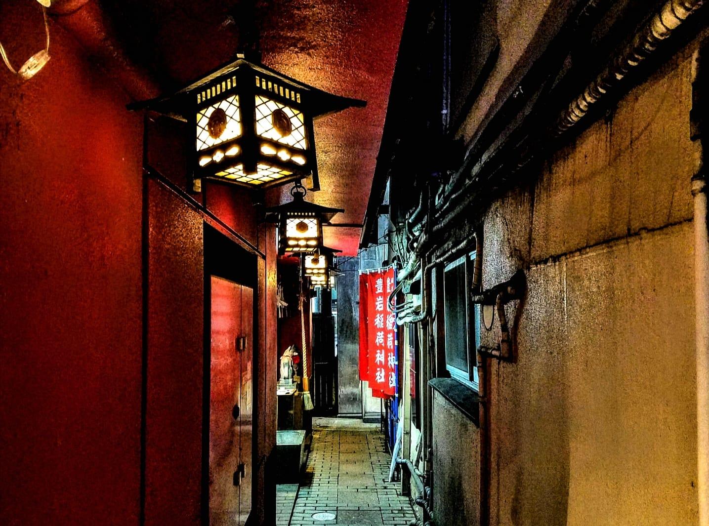 Toyoiwa Inari Shrine in Ginza, Tokyo